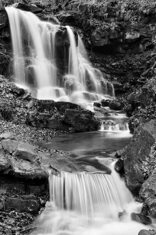 Fotomural bonita cascada de agua en blanco y negro for Imagenes bonitas en blanco y negro