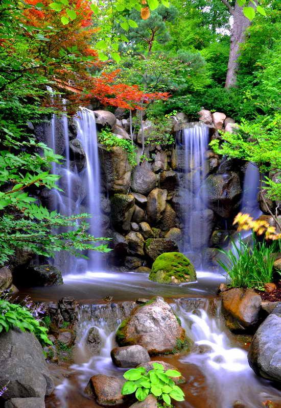 Cuadro en lienzo con bastidor cascada de agua en jardines for Cascadas modernas para jardin
